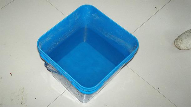 """Abbildung 2: Gebrauchsfertiges Wasser, nachdem es eine Nacht lang """"ruhte""""."""