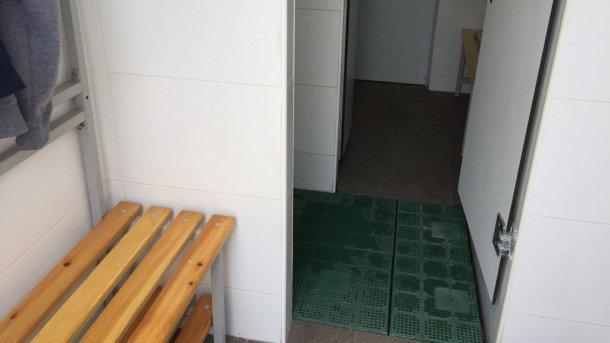 Bild 5. Physikalische Trennung der Zonen durch eine Duschanlage (mit freundlicher Genehmigung von Jordi Balp)